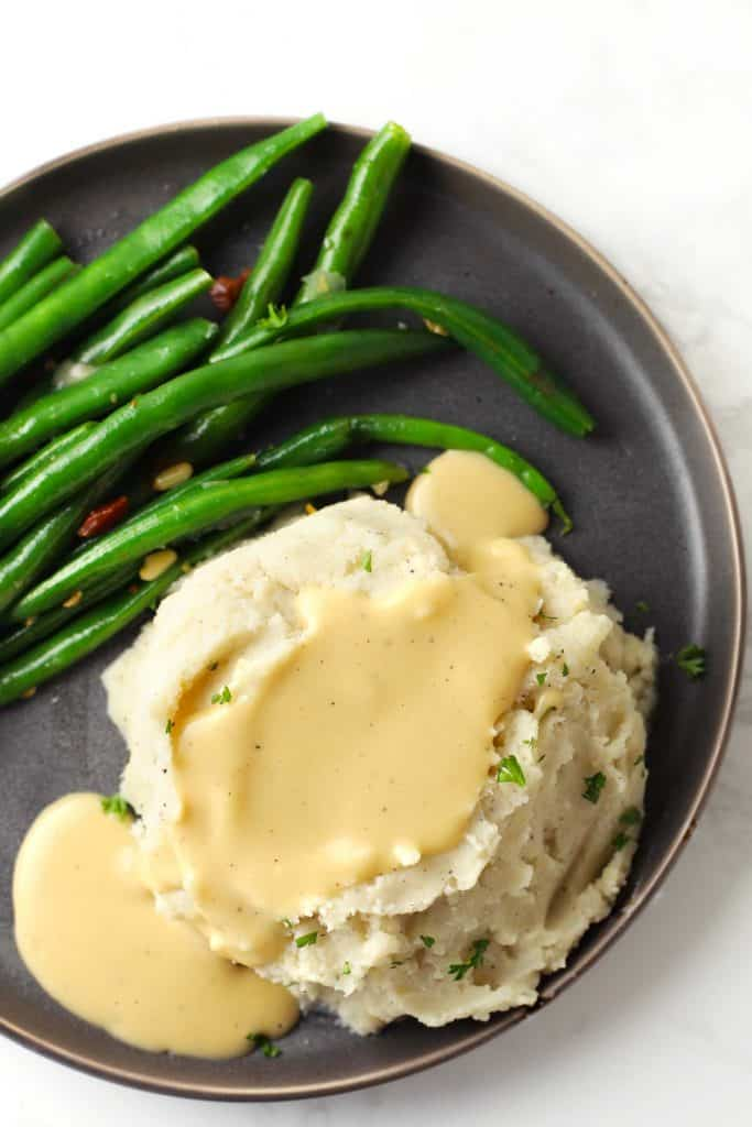 Mashed potatoes and gravy with green beans.